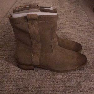 TOMS Laurel boots never worn